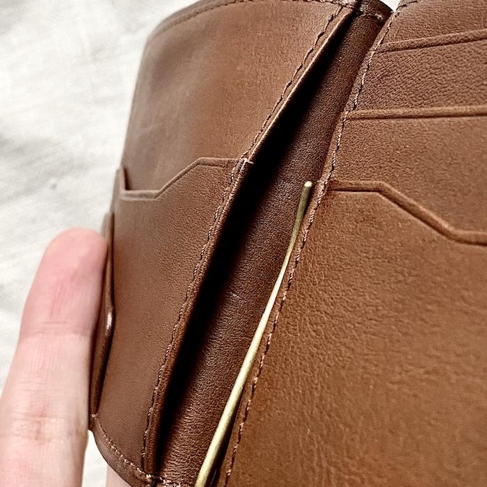 ビークルマネークリップは裏にもカードポケットあり