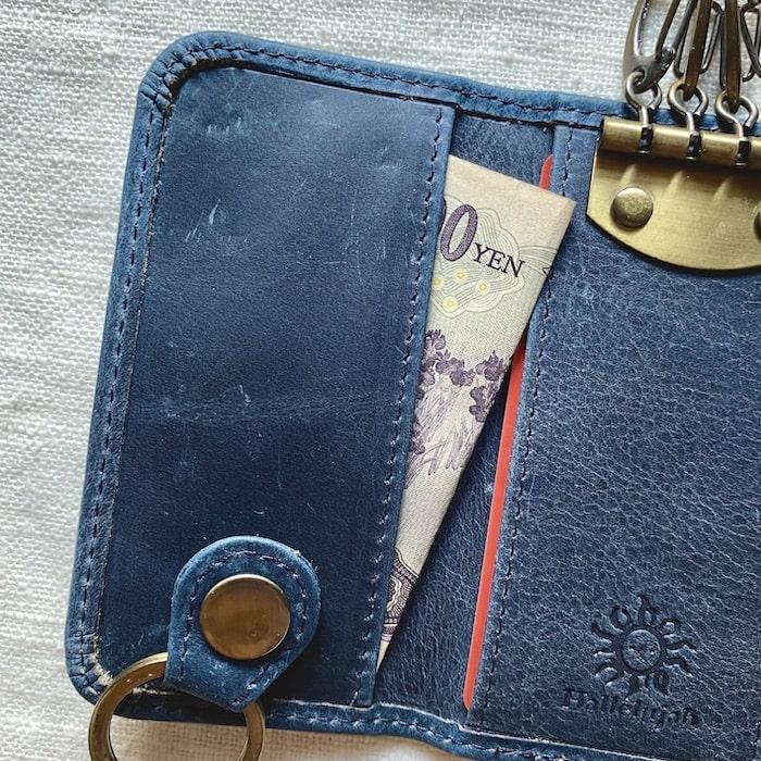 ハレルヤのキーケースには紙幣を入れるポケットがある