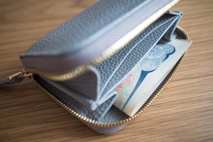 エゾンドサブレのミニ財布はお札が二つ折りだとはみ出る