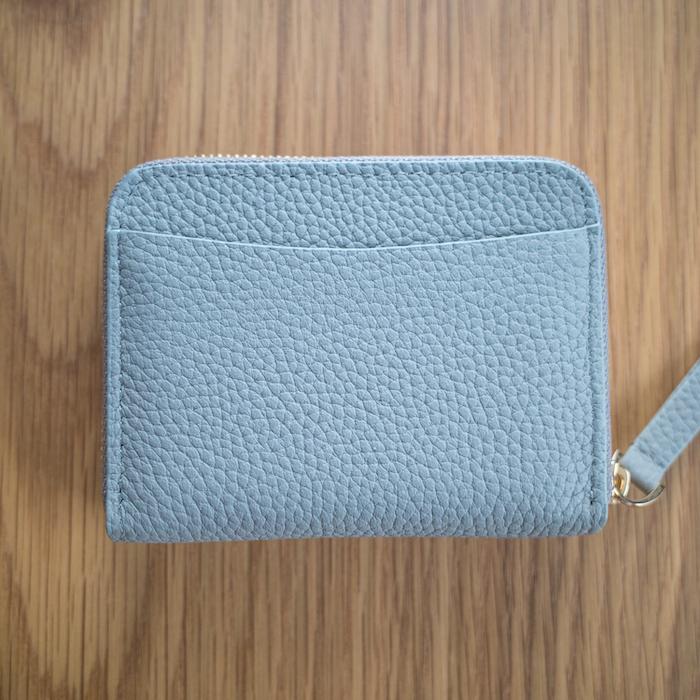 エゾンドサブレのミニ財布の背面ポケット