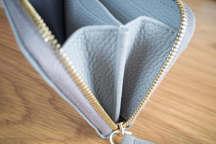 エゾンドサブレのミニ財布はマチも本革