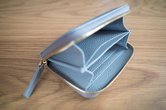 エゾンドサブレのミニ財布はマチがあるから大きく開く